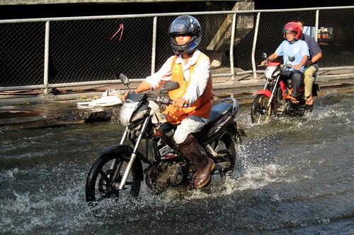 Bangkok Floods - Minburi Market area (23 Oct 2011) (17)