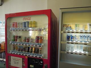 硫黄島 自衛隊基地の厚生館内の自販機