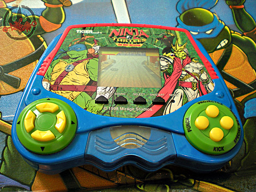 "TIGER ELECTRONICS :: ""NINJA TURTLES: THE NEXT MUTATION"" ELECTRONIC LCD GAME i (( 1998 ))"