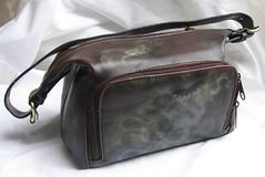 coin purse(0.0), messenger bag(0.0), bag(1.0), shoulder bag(1.0), brown(1.0), handbag(1.0), leather(1.0), baggage(1.0),