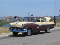 automobile(1.0), automotive exterior(1.0), vehicle(1.0), mercury montclair(1.0), full-size car(1.0), antique car(1.0), sedan(1.0), classic car(1.0), vintage car(1.0), land vehicle(1.0), luxury vehicle(1.0), motor vehicle(1.0),