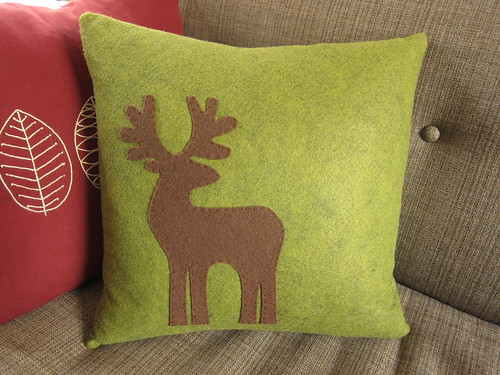 Iron Craft Challenge #44 - Reindeer Pillow