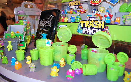 Trash Can Toys R Us : The trash pack — oh so crazy