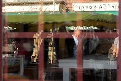 Reflet vitrine normande