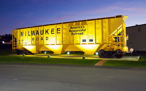 Milwaukee Road PS-2 Covered Hopper